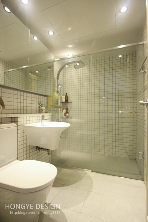 Modern style bathrooms by 홍예디자인 Modern