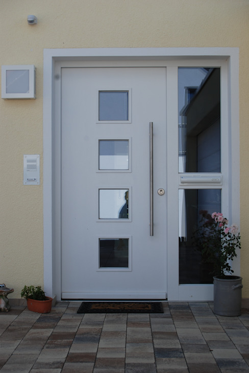 Classic style windows & doors by WUNSCHhaus - die innovative Wohnbau GmbH Classic