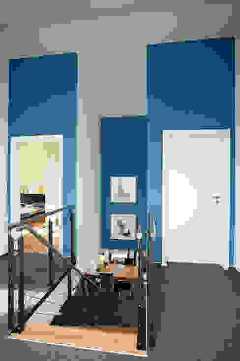 Mediterrane gangen, hallen & trappenhuizen van homify Mediterraan