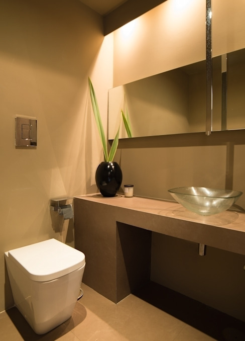 Piccolo bagno Bagno minimalista di Ernesto Fusco Minimalista