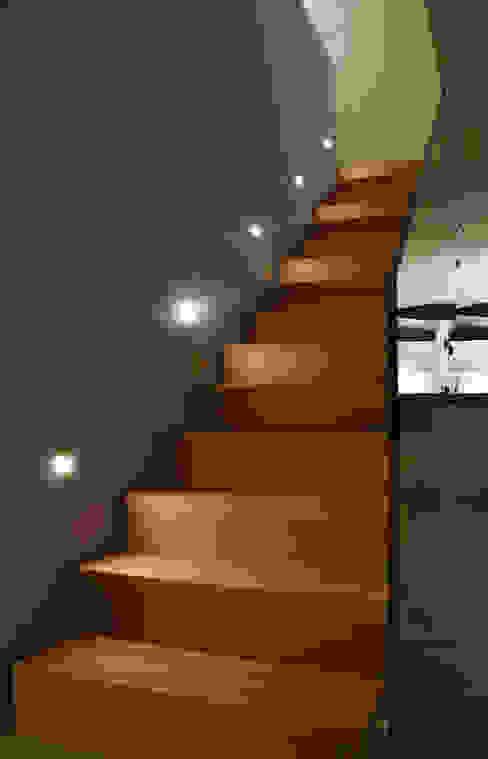 wohlgemuth & pafumi | architekten ag Corridor, hallway & stairsStairs