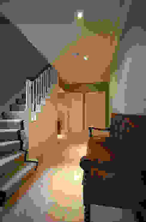Rosalyn House Modern corridor, hallway & stairs by Lee Evans Partnership Modern