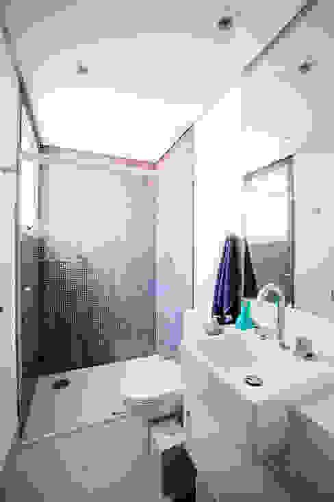 Banheiro Banheiros modernos por Casa 2 Arquitetos Moderno