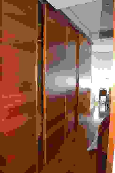 DE DIEGO ZUAZO ARQUITECTOS Classic style dressing room