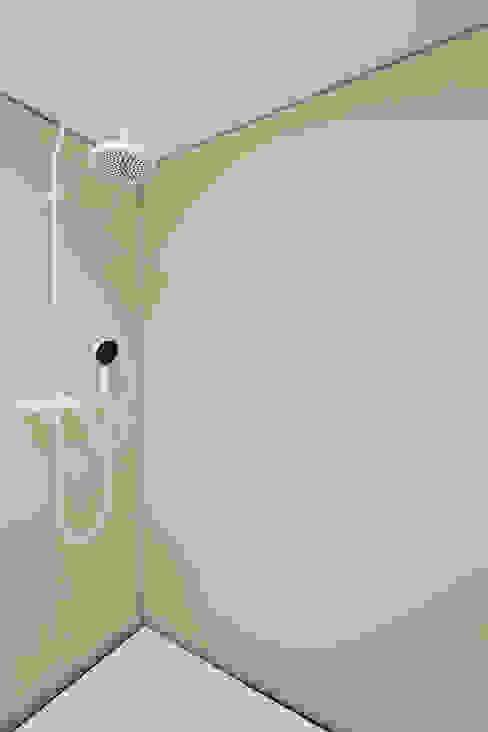 Eklektyczna łazienka od MARCH GUT industrial design OG Eklektyczny