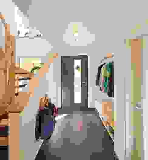 Country style corridor, hallway& stairs by FingerHaus GmbH - Bauunternehmen in Frankenberg (Eder) Country