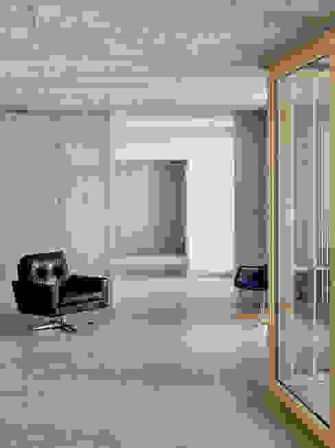 Livings de estilo moderno de Käferstein & Meister Dipl. Architekten ETH BSA SIA Moderno