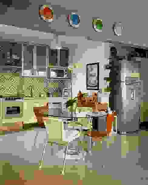 Aptº Higienópolis: Cozinhas  por Boutique Arquitetura