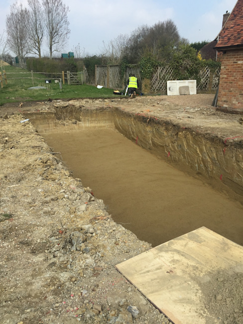 Hole Dug for the Pool de XL Pools Ltd Moderno