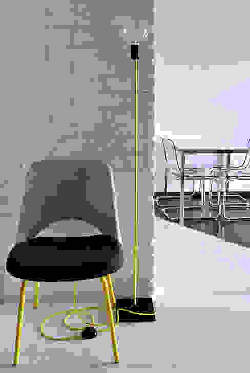 Nowoczesny lampa podłogowa od imindesign: styl , w kategorii  zaprojektowany przez IMIN,Skandynawski