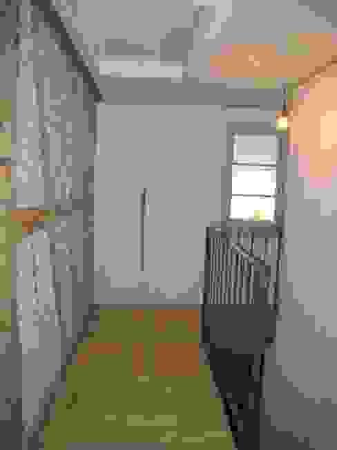 Binder Architektur AG Rustic style corridor, hallway & stairs