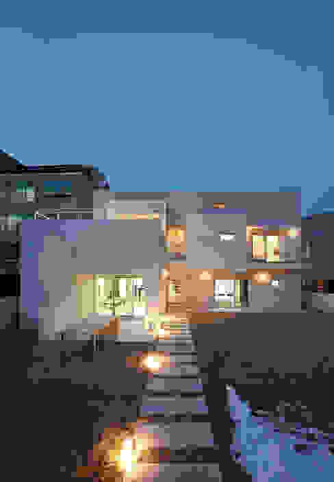 Houses by (주)건축사사무소 아뜰리에십칠, Modern