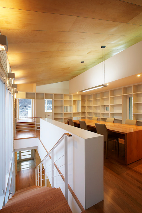 Modern Study Room and Home Office by (주)건축사사무소 아뜰리에십칠 Modern