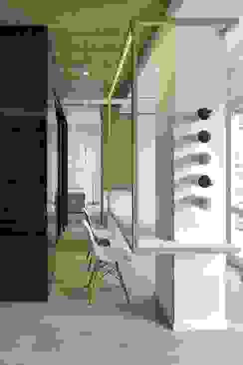 CUBE HOUSE Sala da pranzo minimalista di Mohamed Keilani Interiors Minimalista