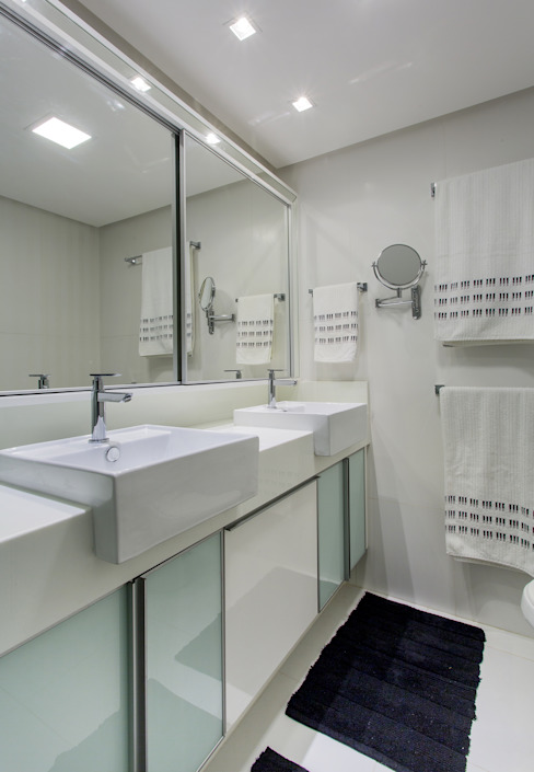 Bathroom by Milla Holtz & Bruno Sgrillo Arquitetura, Classic
