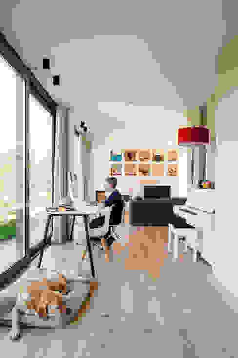 Woonhuis Kadoelen Amsterdam Noord Moderne woonkamers van Équipe architectuur en urbanisme Modern