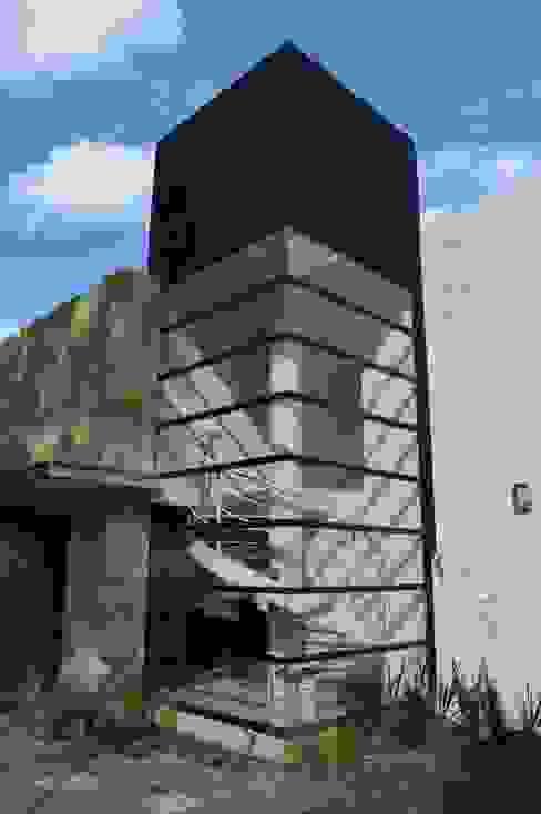 Cubo de escaleras Casas modernas de Revah Arqs Moderno