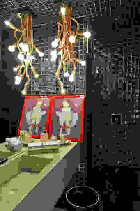 Ванная комната в эклектичном стиле от H2C Arquitetura Эклектичный
