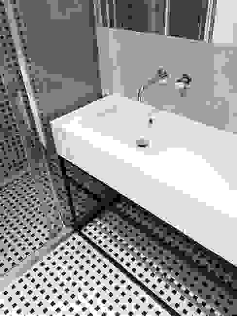 Modern bathroom by Projektowanie Wnętrz Suspenzo Modern