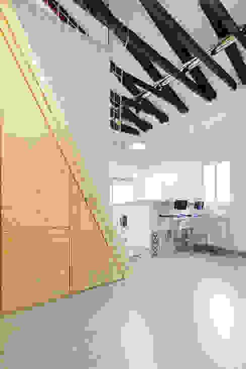 VELARDE 2014 Estudios y despachos de estilo mediterráneo de MÓRULA Mediterráneo