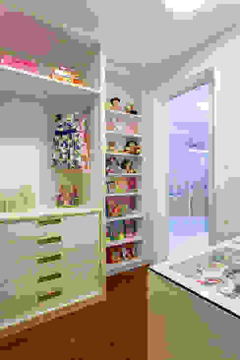 Dressing room by Designer de Interiores e Paisagista Iara Kílaris, Modern