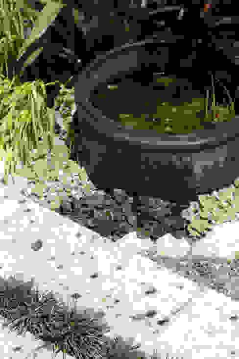眺め寛ぐ庭: 株式会社ムサ・ジャパン ヴェルデが手掛けた庭です。,オリジナル