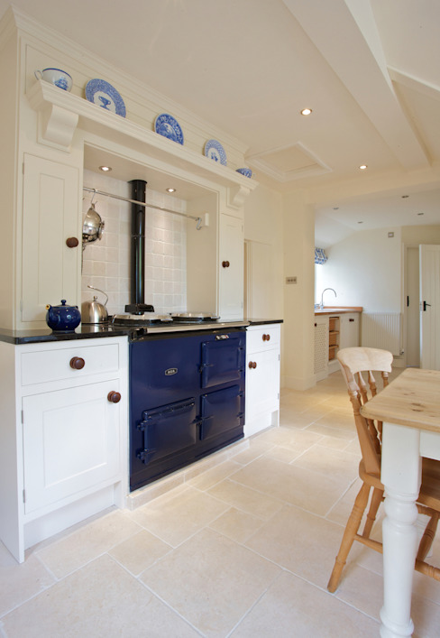 Cipriani Limestone in a tumbled finish Country style kitchen by Artisans of Devizes Country