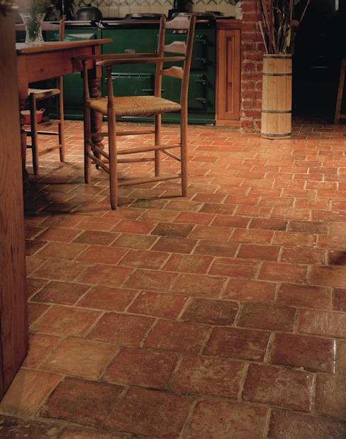 Antique Burgundy Terracotta Reclaimed Tiles from Artisans of Devizes Cozinhas campestres por Artisans of Devizes Campestre