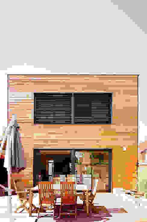 Moderne Häuser von Cendrine Deville Jacquot, Architecte DPLG, A²B2D Modern