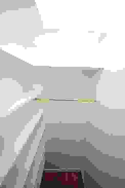 Closets modernos por Pauline Girardot Moderno