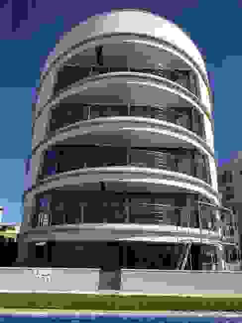 Rehabilitación edificio Casas de estilo mediterráneo de PINTFER DECORACIÓ, SL. Mediterráneo