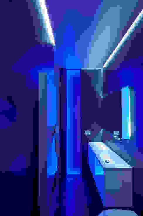 Baños de estilo minimalista de Giemmecontract srl. Minimalista