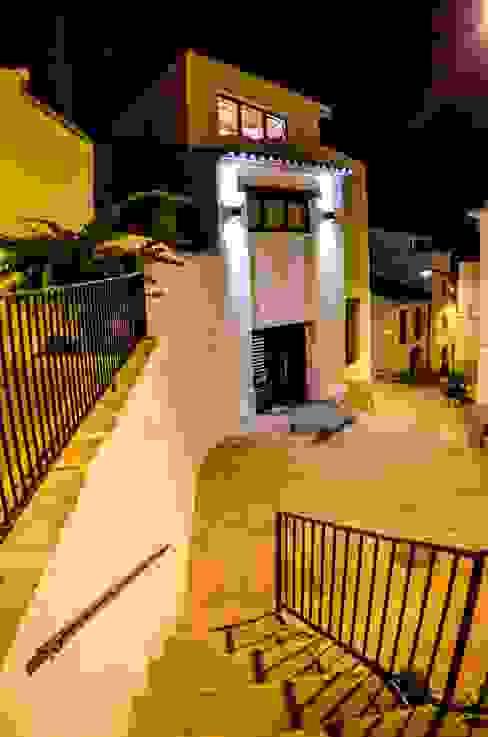 Vivienda Unifamiliar Casas de estilo ecléctico de cota-zero, tenica y construcción integrada, s.l. Ecléctico