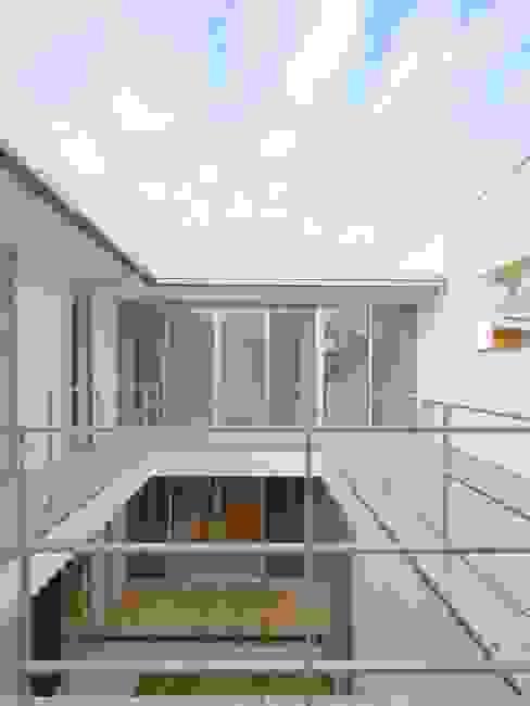 2F Deck house モダンデザインの テラス の 開建築設計事務所 モダン