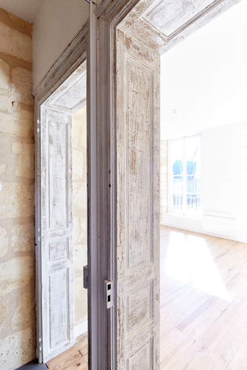 Finestre & Porte in stile moderno di Cendrine Deville Jacquot, Architecte DPLG, A²B2D Moderno