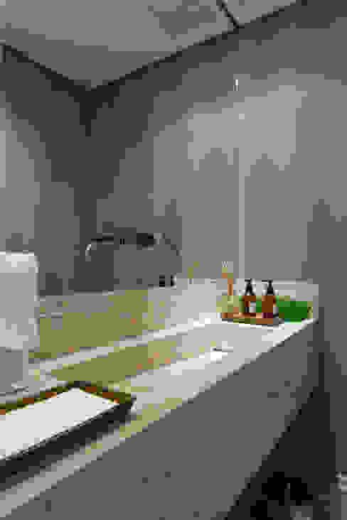 Lavabo: Banheiros  por Karen Pisacane