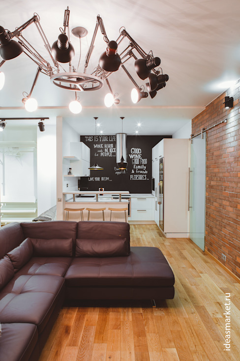 Грифельная стена в апартаментах в стиле лофт Кухня в стиле лофт от IdeasMarket Лофт