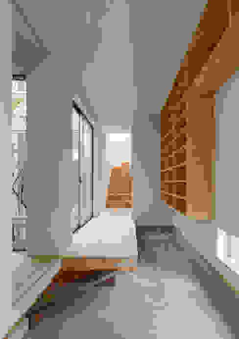 三浦の家 ミニマルスタイルの 玄関&廊下&階段 の 萩原健治建築研究所 ミニマル