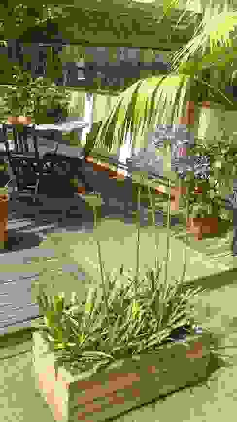 Construcción de una terraza Vicente Galve Studio Balcones y terrazas de estilo mediterráneo