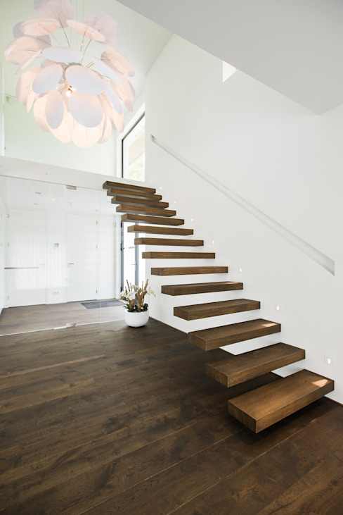 Minimalist corridor, hallway & stairs by Lab32 architecten Minimalist