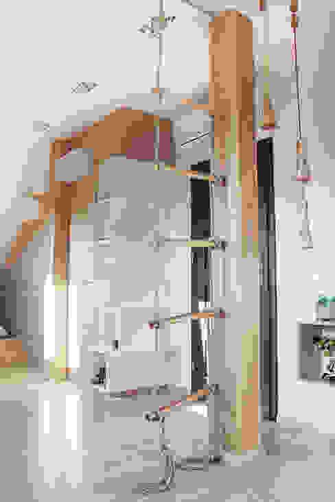 COI Pracownia Architektury Wnętrz モダンデザインの 子供部屋