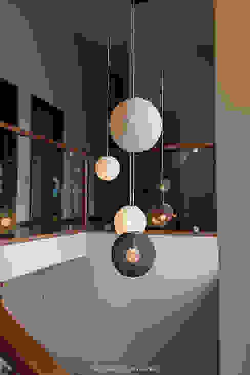 Esferas aleatorias de Estudio Alvarez Angiono Moderno