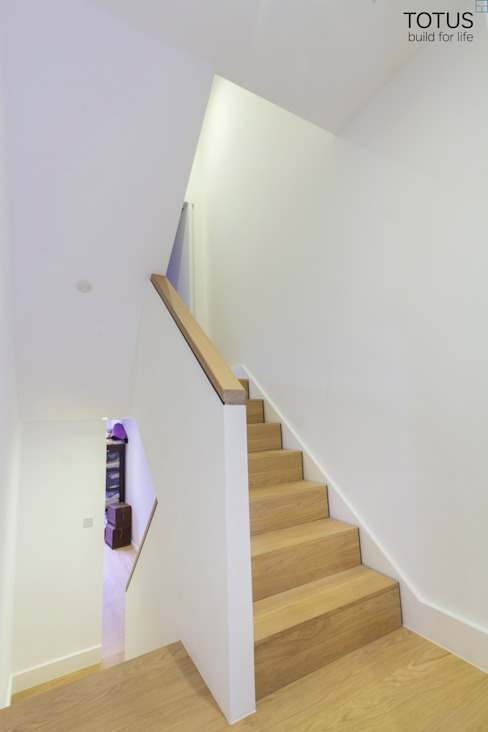 Property Renovation and Extension, Clapham SW11 Modern corridor, hallway & stairs by TOTUS Modern