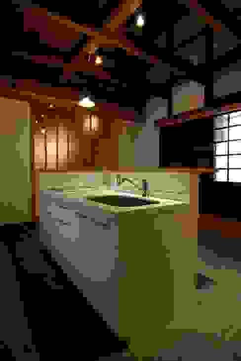 アイランド・キッチン: 兵藤善紀建築設計事務所が手掛けたクラシックです。,クラシック