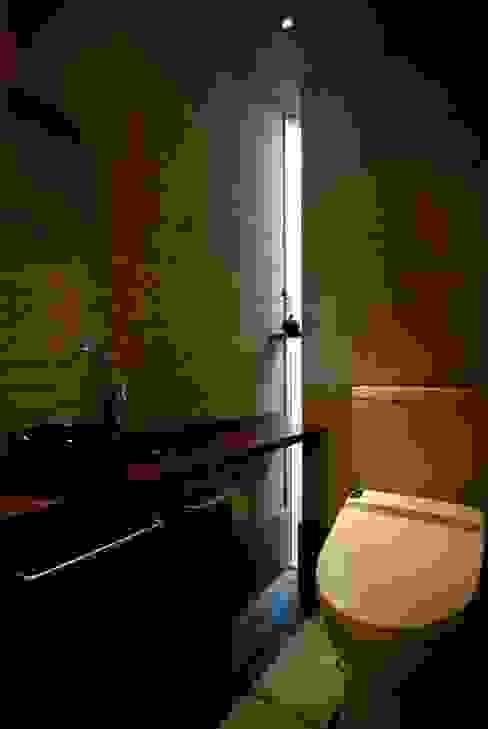 トイレ: 兵藤善紀建築設計事務所が手掛けたクラシックです。,クラシック