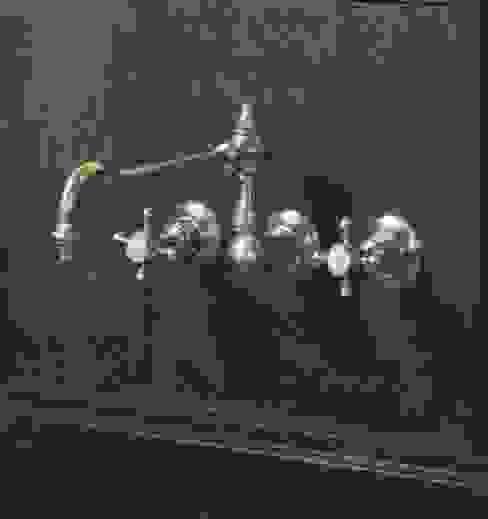 3 holes wall mounted kitchen mixer من HORUS كلاسيكي
