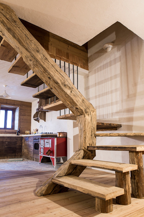 Rustic style corridor, hallway & stairs by RI-NOVO Rustic