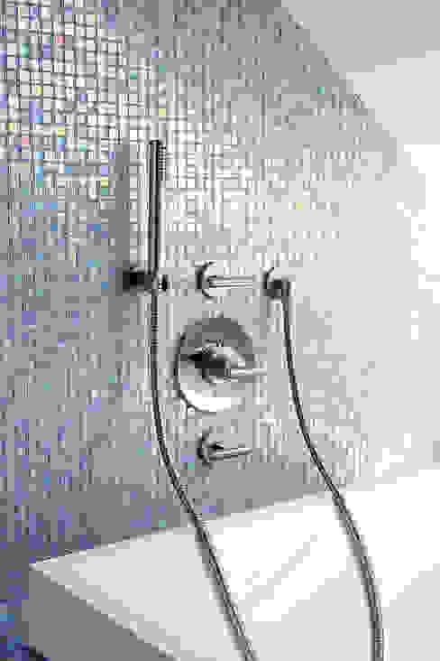 Bath/shower set Modern Bathroom by homify Modern