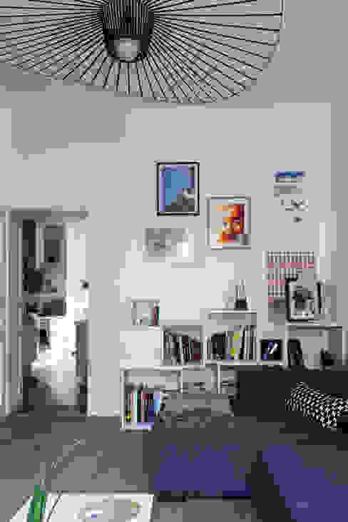 Modern Living Room by EK Architecte Modern