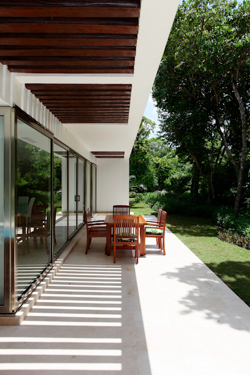Casa T Balcones y terrazas modernos de Enrique Cabrera Arquitecto Moderno